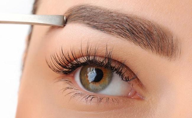 Mediante la aplicación de laser y peelings químicos se puede obtener una mejora global del aspecto de la piel facial. Actualmente lo realizamos mediante la tecnología fraccionada, que requiere un promedio de 6 sesiones, durante las cuales